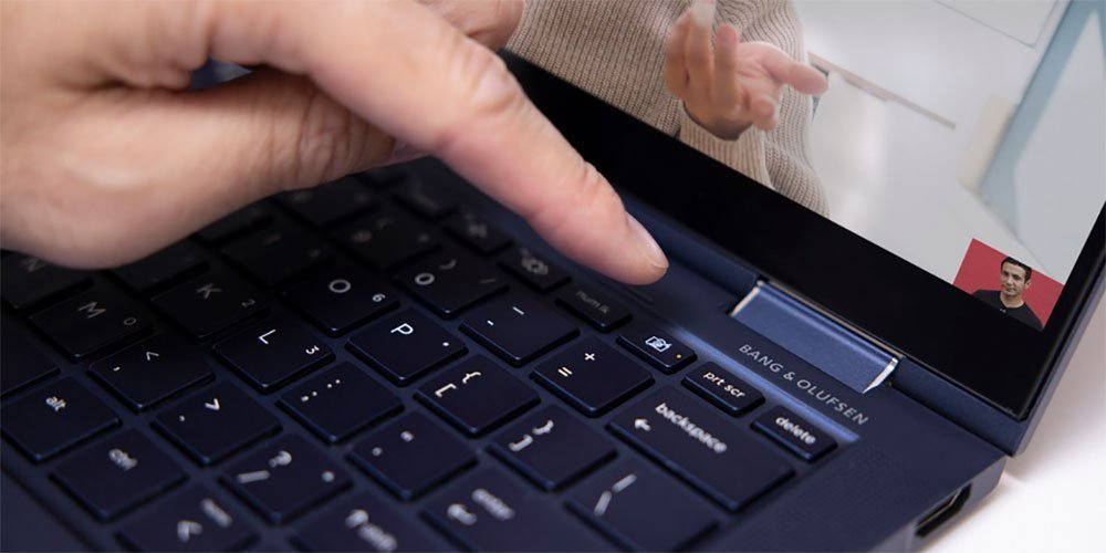 Block the webcam by pressing the close shutter button on keyboard of HP laptop