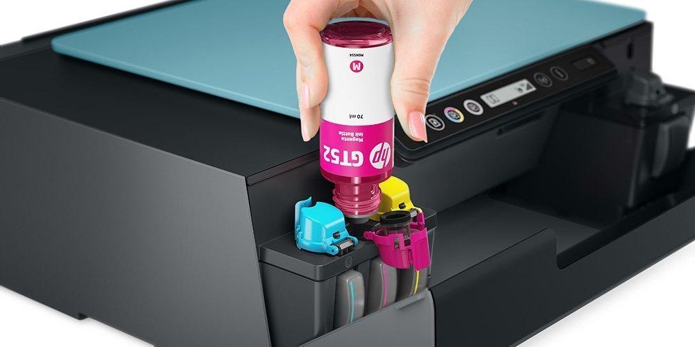 ของเหลวหมึกอิงค์เจ็ท HP ถูกเติมลงในตลับหมึกเครื่องพิมพ์